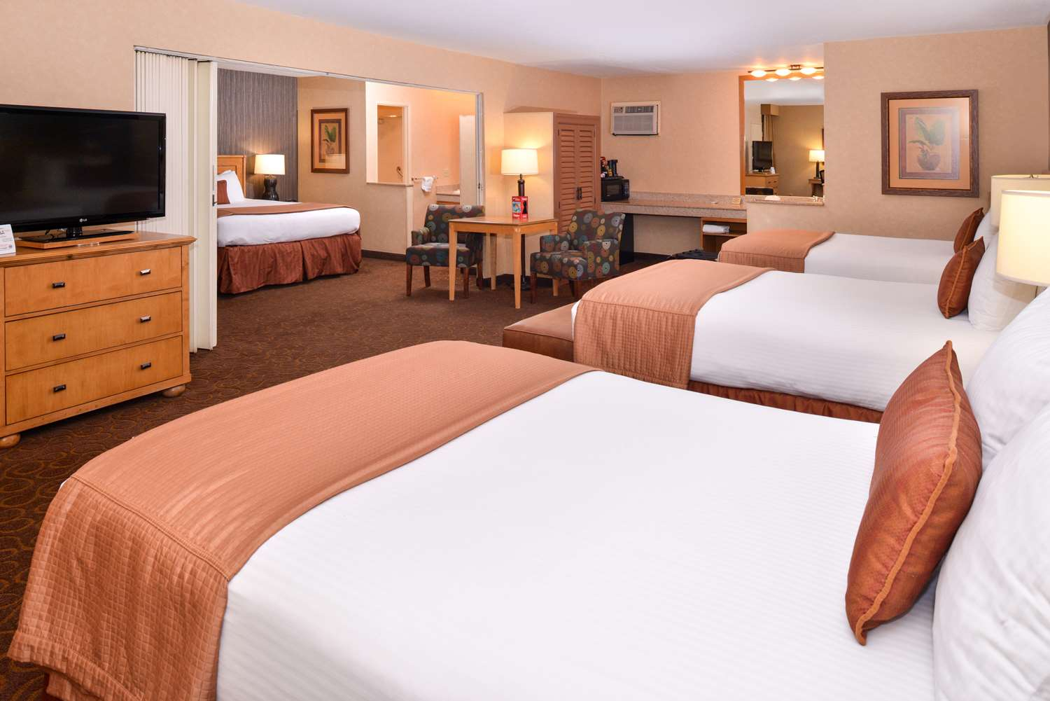 King Suite with 3 Double Beds - BEST WESTERN PLUS Pavilions